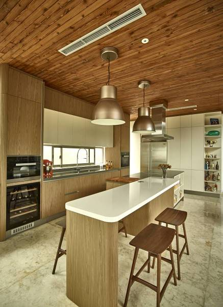 Foto inspirasi ide desain dapur Kitchen and dining room oleh RAW Architecture di Arsitag