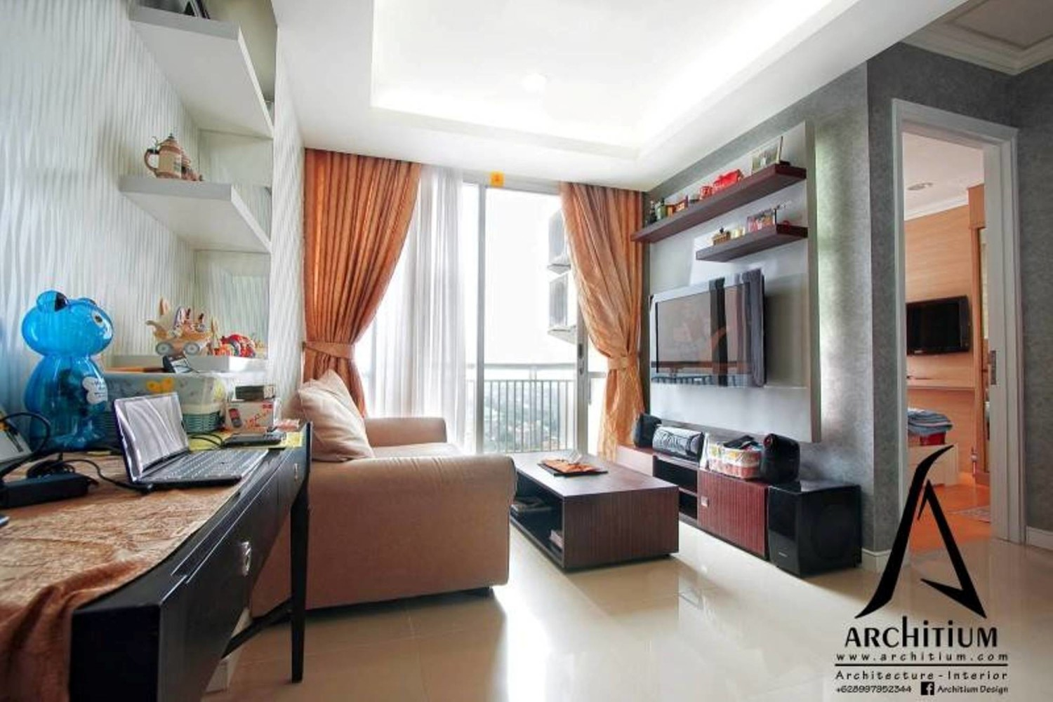 Desain interior ruang tamu Apartment at Pluit karya Architium Design [Sumber: arsitag.com]