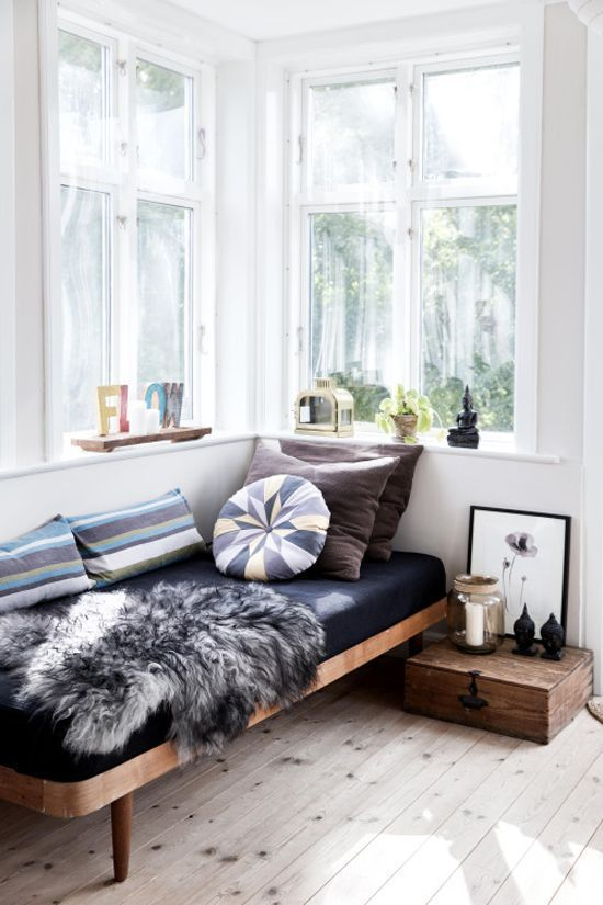 window daybed