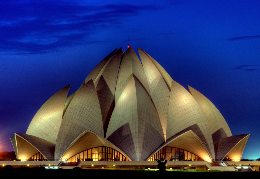 Lotus temple di New Delhi, India (Sumber: www.edcast.com)