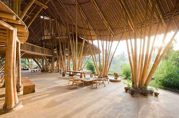 Green School Bali (Sumber: noctulachannel.com)