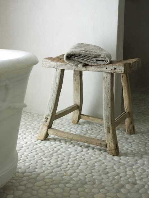 (Sumber: www.pebbletileshop.com)