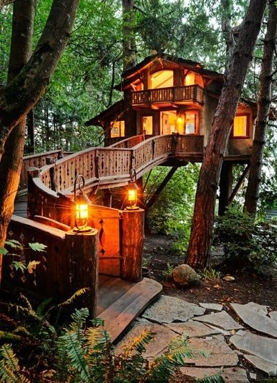 Rumah pohon di Treehouse Point, Preston, Seattle (Sumber: eccotrack.com)