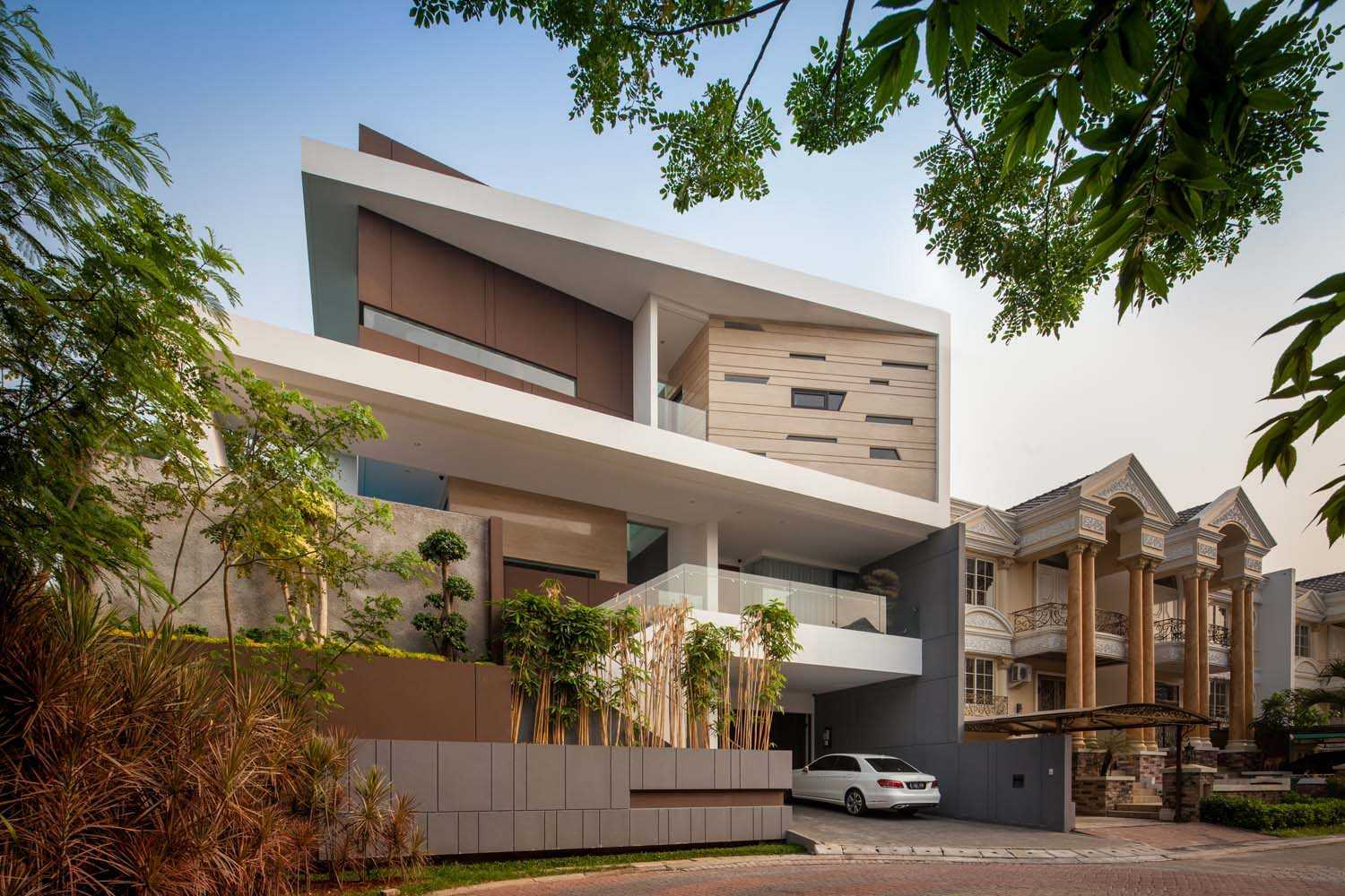 FW House by DP HS Architect (sumber arsitag.com)